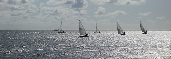 Segelboote auf See